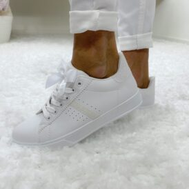 Sneakers bow white