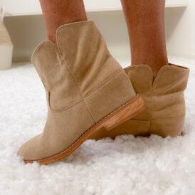 Boots Lulu nude